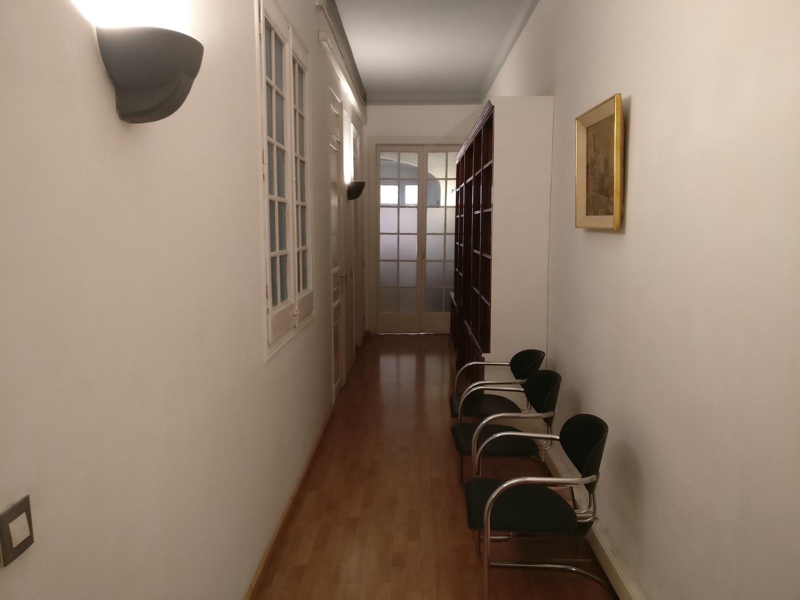 entrada-despacho-libreria-fincas-orteu còpia